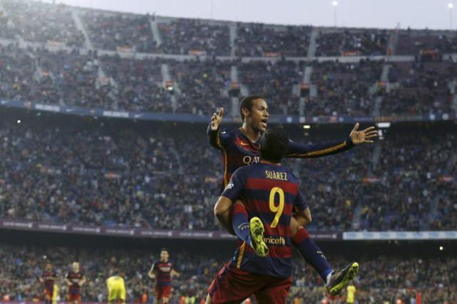 Luis Suarez et Neymar... (PHOTO ALBERT GEA, REUTERS)