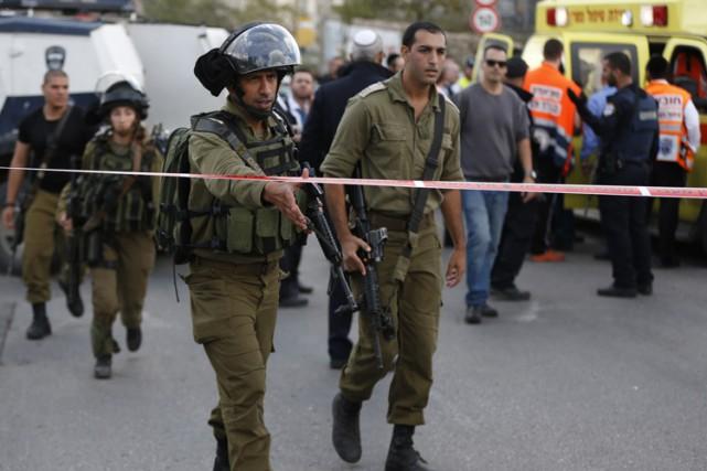 Un garde de la colonie israélienne de Beitar... (PHOTO AFP)
