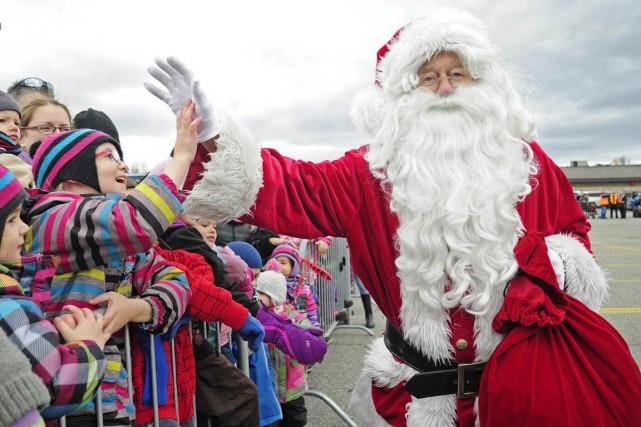 Le père Noël est arrivé à la Plaza... (Andréanne Lemire)
