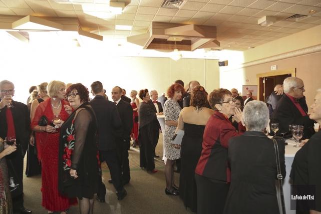 Environ 200personnes se sont mises sur leur 36... (Julie Catudal, La Voix de l'Est)