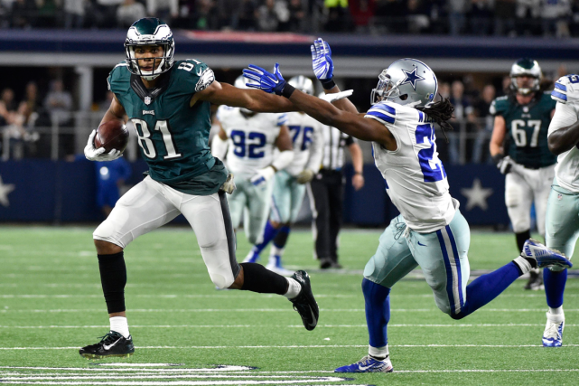 Jordan Matthews (81), des Eagles, a déjoué le demi... (Photo Michael Ainsworth, AP)