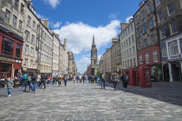 Le Royal Mile et ses ruelles étroites charment... (Photo fournie par Visit Scotland)