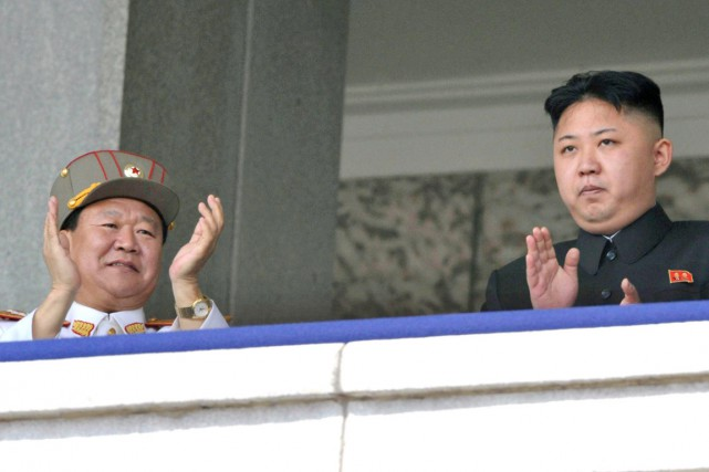 Choe Ryong-hae (à gauche) en compagnie du leader... (PHOTO ARCHIVES KYOFO NEWS/AP)