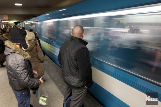 Le service de métro est de retour sur la ligne orange entre les stations... (PHOTO ROBERT SKINNER, ARCHIVES LA PRESSE)