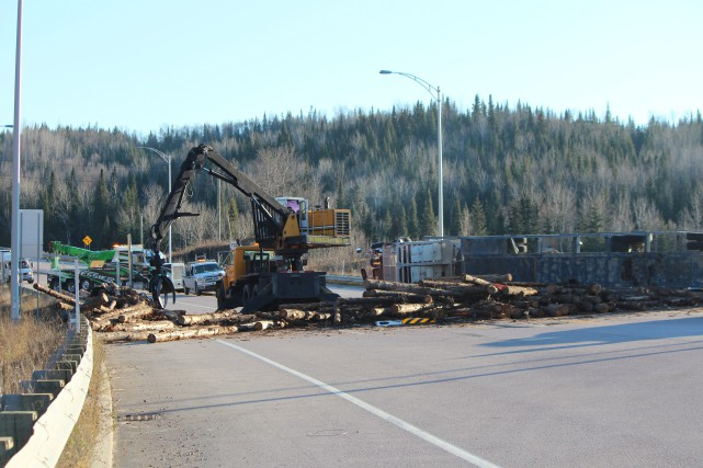 Un camion s'est renversé sur la route 155,... (Audrey Tremblay)