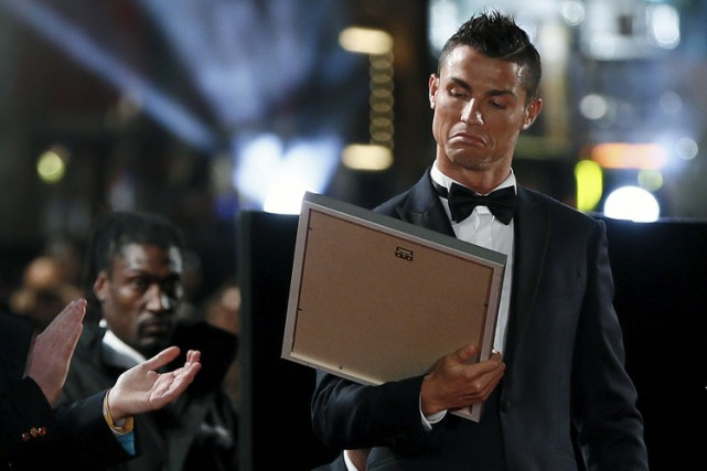 Cristiano Ronaldo sur le tapis rouge de la... (PHOTO REUTERS)