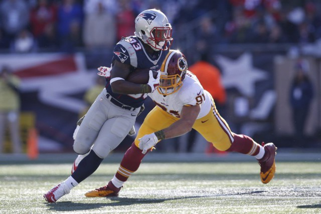 Dion Lewis (33) s'est blessé en captant une passe... (PHOTO GREG M. COOPER, USA TODAY)