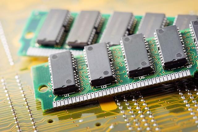 Le prix de la micropuce de mémoire vive... (123RF/ Norasit Kaewsai)