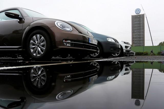 En faussant les taux d'émissions polluantes, Volkswagen a... (AFP, Ronny Hartmann)