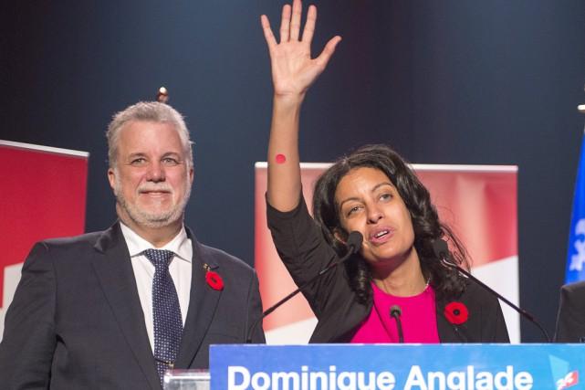 La candidate libérale dans Saint-Henri-Sainte-Anne, Dominique Anglade, salue... (La Presse Canadienne)