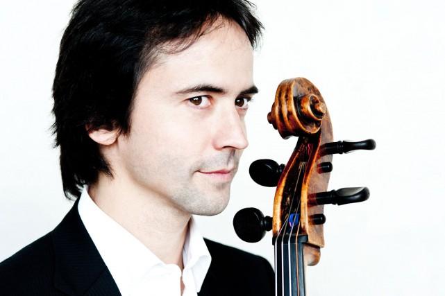 Le violoncelliste Jean-Guihen Queyras jouera samedi soir avec... (PHOTO FOURNIE PAR L'ARTISTE)