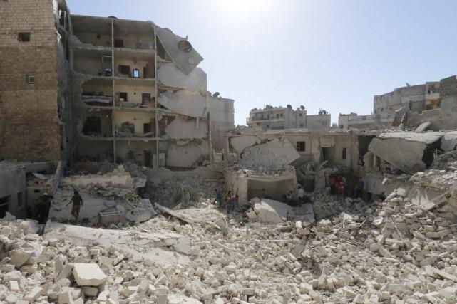 Ce sauvetage a été mené à Alep au... (PHOTO HOSAM KATAN, ARCHIVES REUTERS)