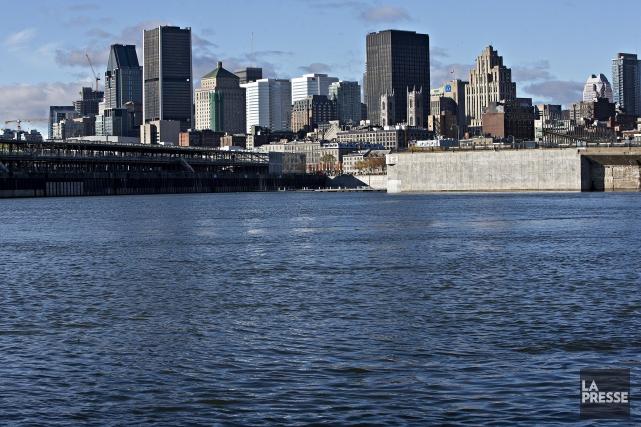 Montréal vue du fleuve Saint-Laurent... (La Presse, Patrick Sanfaçon)