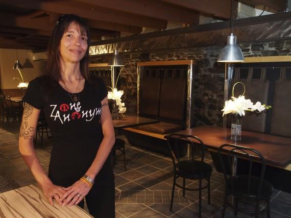 Nancy-Annie Chevalier est la propriétaire du café Zone... (Photo Alain Dion)