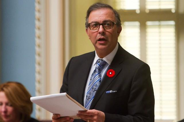 Le ministre de l'Emploi, Sam Hamad, a déposé... (Photo Clément Allard, La Presse Canadienne)