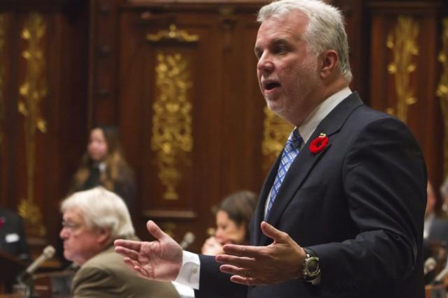 Le premier ministre Philippe Couillard, alors qu'il répond... (La Presse Canadienne, Clément Allard)