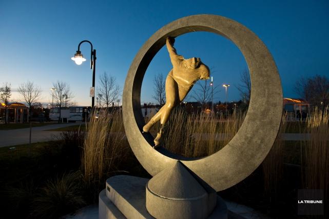 La statue rendant hommage à Sylvie Daigle, installée... (Imacom, Jessica Garneau)