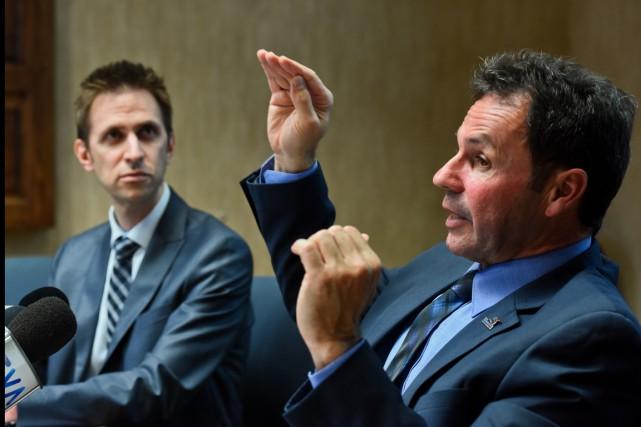 Mathieu Bournival, évaluateur agréé et Michel Angers, maire... (François Gervais)