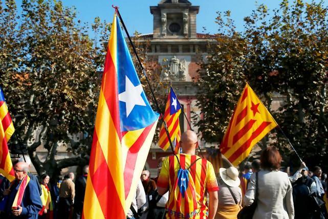 Des partisans de l'indépendance de la Catalogne... (AP, Manu Fernandez)