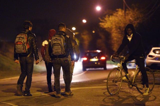 «250 policiers, dont une majorité de CRS, étaient... (PHOTO AFP)