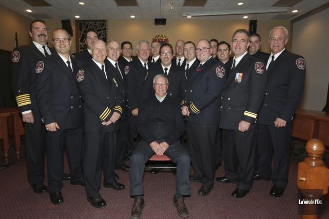 Quatre membres du service de sécurité incendie de... (Catherine Trudeau, La Voix de l'Est)