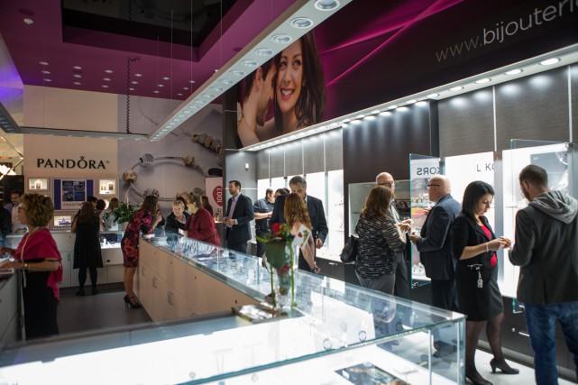 La bijouterie La Perle rare procédait mardi soir à l'inauguration de sa... (Olivier Croteau)