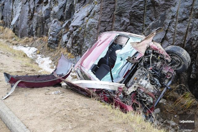 Au moins un des occupants a été blessé.... (Photo Le Quotidien, Gimmy Desbiens)