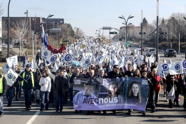 Les employés en grève du secteur public ont... (Patrick Woodbury, LeDroit)