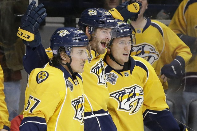 Colton Sissons (à droite), célèbre un but des... (Mark Humphrey, Associated Press)