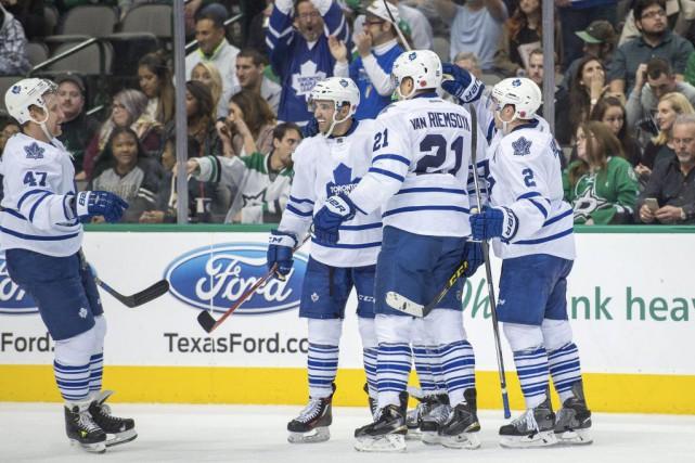 Jake Gardiner a brisé l'égalité tard en troisième période, et les Maple Leafs... (PHOTO REUTERS)