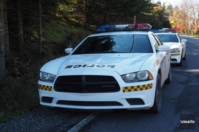 Les policiers de la Sûreté du Québec mènent... (archives La Voix de l'Est)