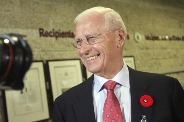 Bryan Murray a été décoré de l'Ordre d'Ottawa....