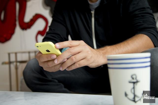 Même s'il est en perte de vitesse, le téléphone fixe demeure le mode de... (Archives La Presse)