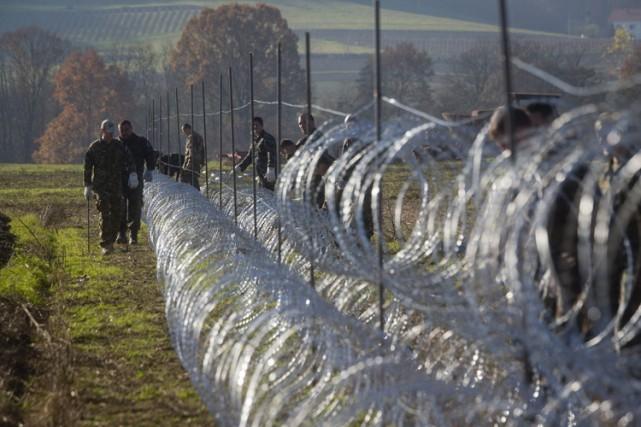 Le gouvernement slovène, débordé, a commencé mercredi à... (PHOTO AP)