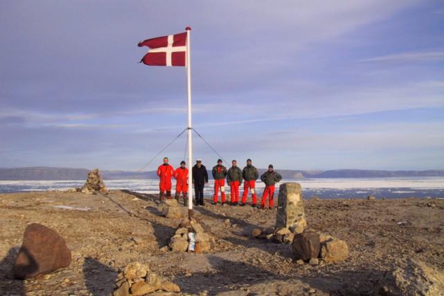 L'équipage du navire de guerre danois Vedderen effectue... (ARCHIVES PC)