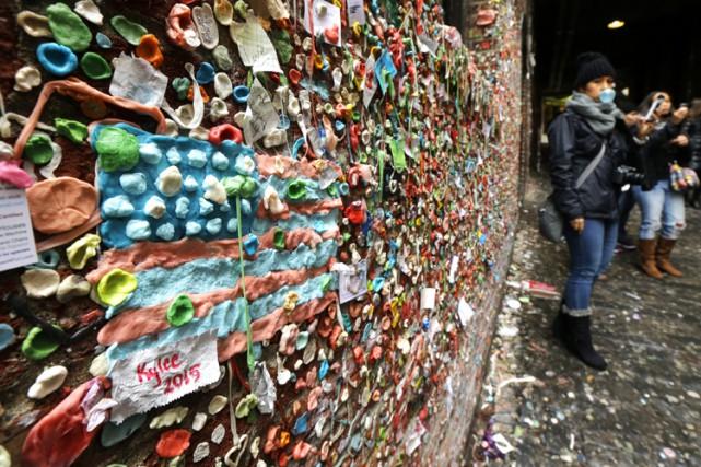 Un mur de Seattle, dans le nord-ouest des États-Unis, devenu une véritable... (PHOTO AP)