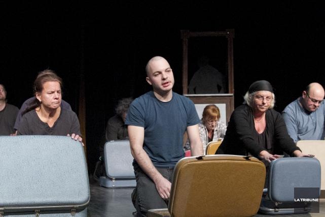 Dans la pièce de théâtre Nouveau départ, une... (Imacom, René Marquis)
