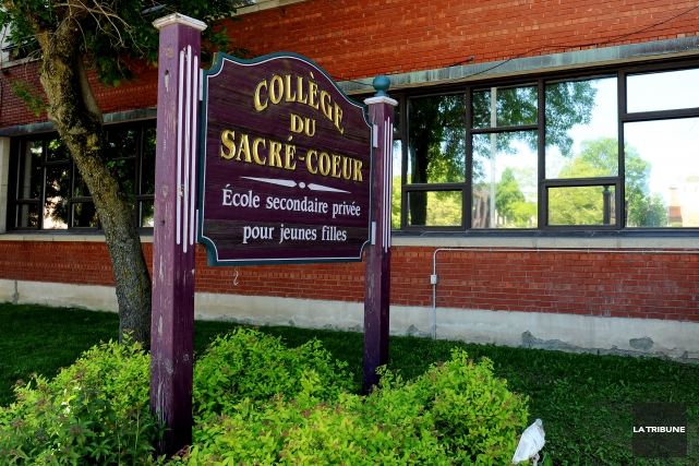 Une ancienne enseignante du Collège Sacré-Coeur a été... (Archives La Tribune, Jessica Garneau)