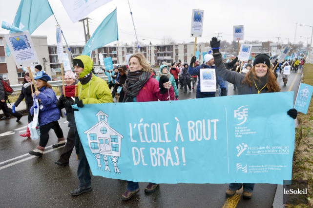 Le groupe d'enseignants formé par le Syndicat de... (Le Soleil, Jean-Marie Villeneuve)