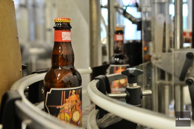 Deux bières de la microbrasserie Le Trou du... (Le Nouvelliste, Émilie O'Connor)