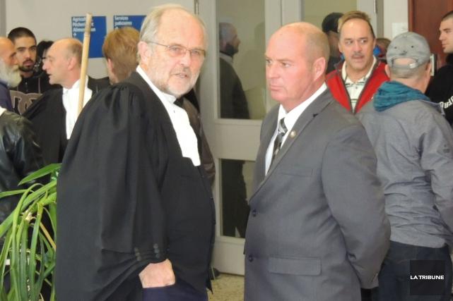 Me Thomas Walsh et son client Tom Harding... (La Tribune, Ronald Martel)