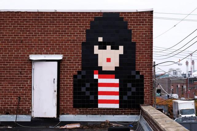 Les mosaïques du street artist français Invader sont... (AFP, Jewel Samad)