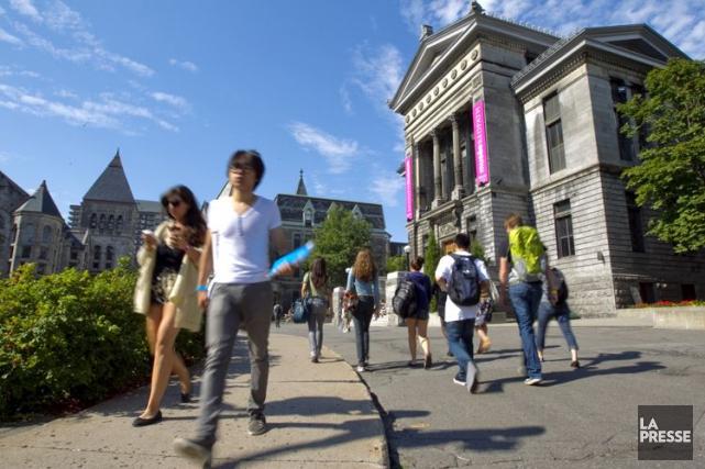 Le taux de surqualification au Canada parmi les... (Archives La Presse)