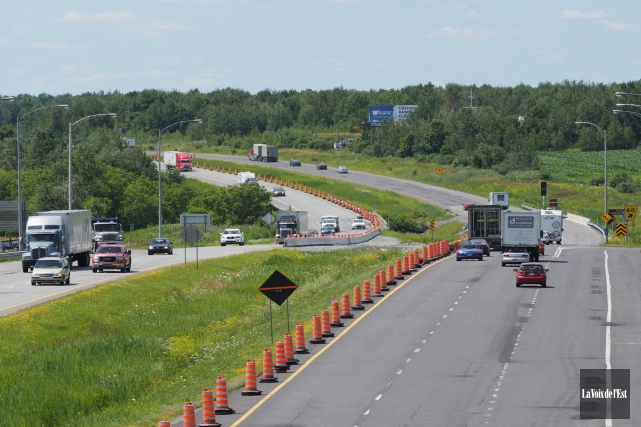 Travaux sur l'autoroute 10, près de la sortie... (Alain Dion, La Voix de l'Est)