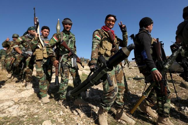Des combattants kurdes peshmergas entrent victorieux dans Sinjar,... (PHOTO ARIAL JALAL, REUTERS)