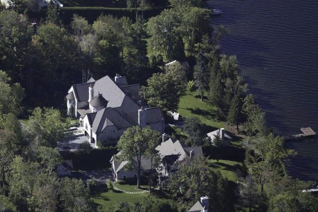 La demeure est située sur un terrain de... (Photo La Presse Canadienne)