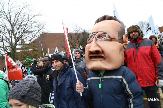 Des centaines d'employés du secteur public manifestent dans... (Jani9ck Marois, La Voix de l'Est)