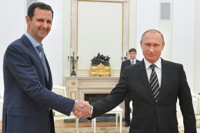 Le président russe (à droite) a reçu son... (PHOTO ALEXEI DRUZHININ, ARCHIVES AP)