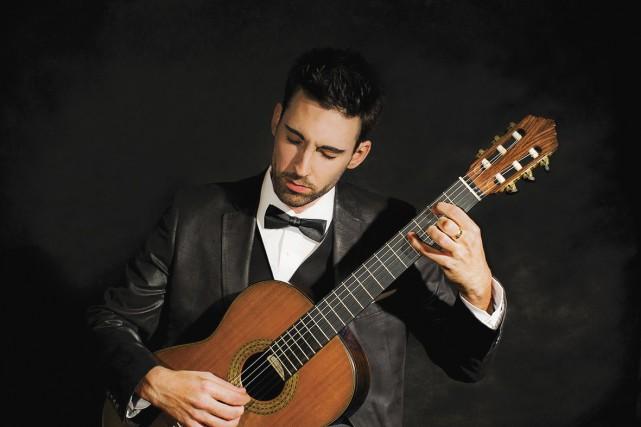 Le guitariste Thierry Bégin-Lamontagne travaille avec acharnement pour... (Photo fournie)