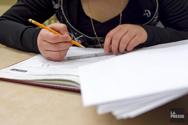 Les résultats aux tests de lecture et de mathématiques des élèves immigrants... (PHOTO ALAIN ROBERGE, ARCHIVES LA PRESSE)